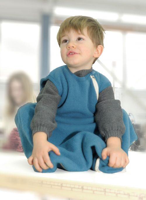Babyjunge-FleeceBabyjunge-Schlafsack-aus-Bio-Merinowolle