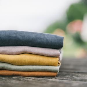 Set hochwertiger Babykleider für Sommer